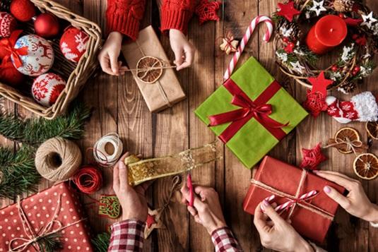Kalėdinės dovanos tėvams: dovanokite įspūdį!