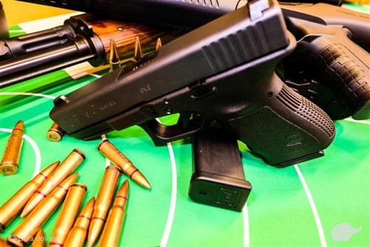 PRAMOGAUTOJAI IŠBANDO: šaudymas ginklais