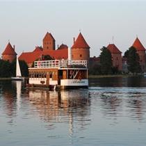 """Ekskursija laivu """"Nepažinti Trakai"""" grupei"""