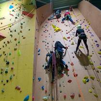 11 metrų nuotykis dviem laipiojimo salėje