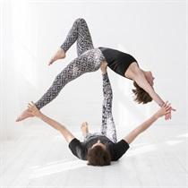 Akrobatinės jogos pamoka DVIEM + fotosesija