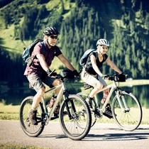 Žygis vandens arba sausumos dviračiais