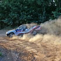 Sportinio BMW vairavimas ant žvyro!