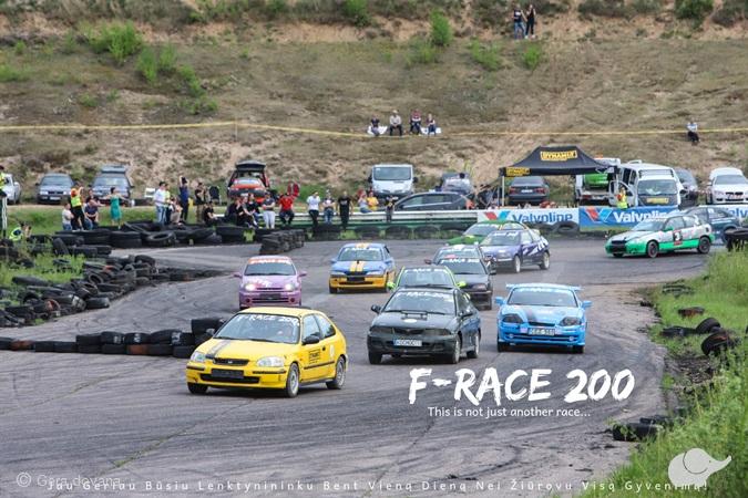 """""""F-Race 200"""" lenktynininkų komandos paketas"""