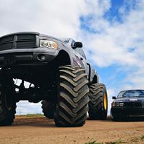"Vairuok ""Monster truck"" specialioje trasoje"