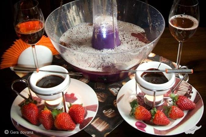 Gėrimų fontanas ir karštas šokoladas