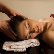 Veido masažas su rožių aliejumi