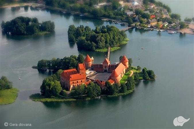 Įsimylėjėlių skrydis virš Trakų ežerų