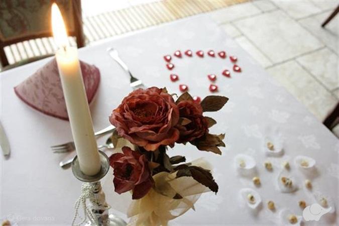 Jausminga nakvynė su pusryčiais ir   vakariene žvakių šviesoje