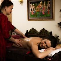 Viso kūno masažas su spanguolių šveitikliu