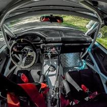 Lenktyninio ralio automobilio vairavimas