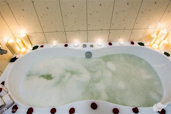 Romantiška nakvynė su pirčių ir   sūkurinės vonios kompleksu tik dviem