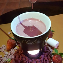 """Rožinio šokolado """"Ruby"""" fondiu"""