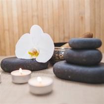 Perlinė vonia ir karštų akmenų masažas