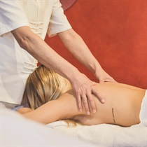 Limfodrenažinis masažas rankomis