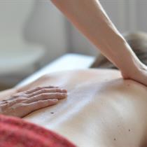 Gydomasis masažas nugaros skausmams šalinti