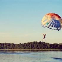 Skrydis parašiutu virš Nevėžos ežero