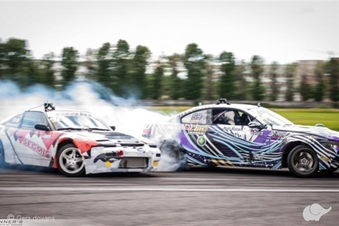 "Tapk DRIFTERIU su ""SIDE to SIDE Drift Team"""