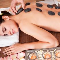 Nugaros masažas su karštais akmenimis