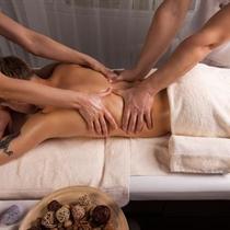 Keturių rankų masažas Vilniuje