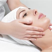 Stangrinamasis veido ir dekoltė masažas