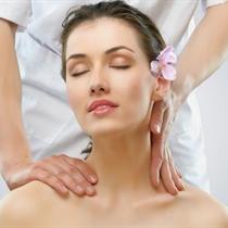 Galvos masažas su ekologišku aliejumi