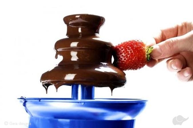Mini šokolado fontanas su kavos kokteiliais