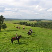Jodinėjimas žirgais po Šiaulių apylinkes